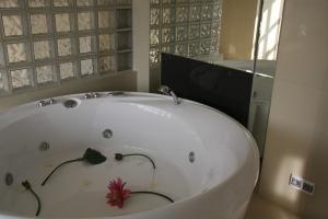 Бассейн в квартире, фото / Бассейн в доме в квартире, видео-инструкция