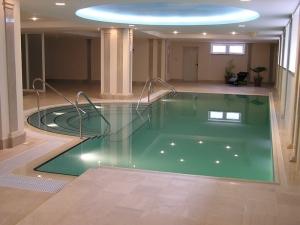 Дизайн бассейна и интерьера, фото