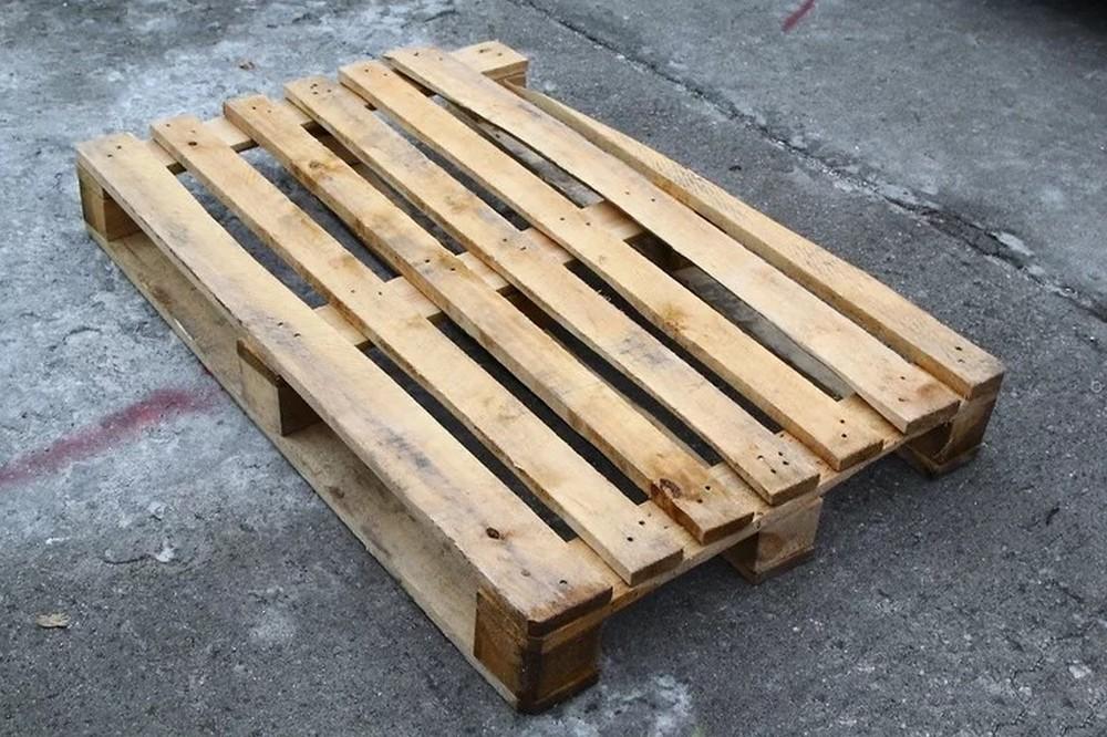 Дизайнерская мебель из паллет: стильно, удобно и просто. Стол с суккулентами, кровать и стол Мерфи - простые инструкции