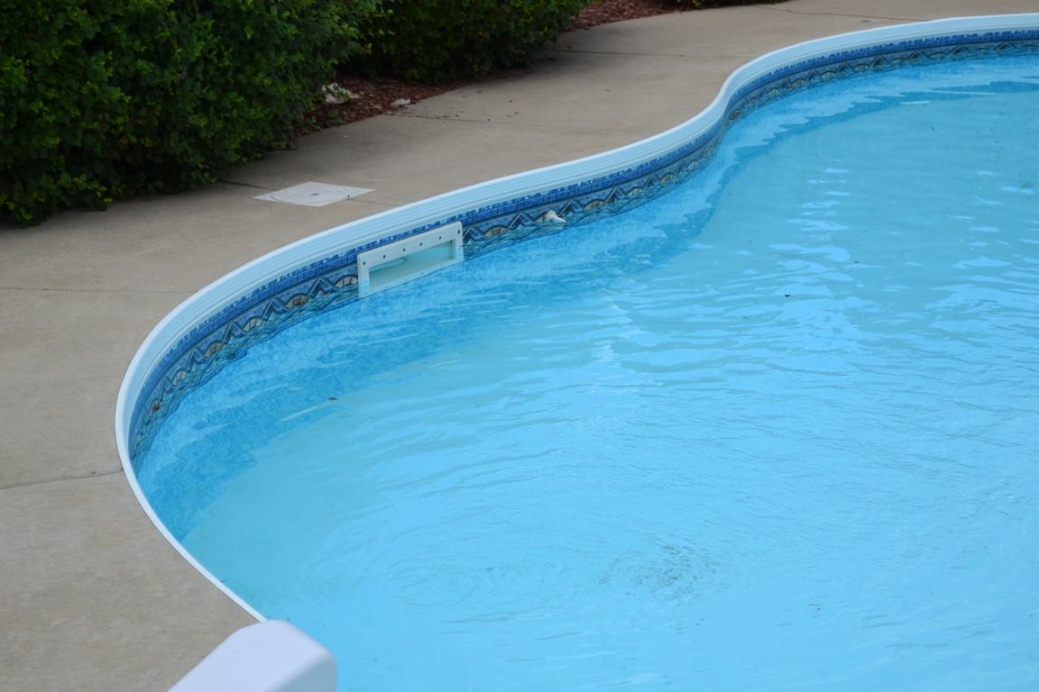 Фильтрация воды в бассейне, фото