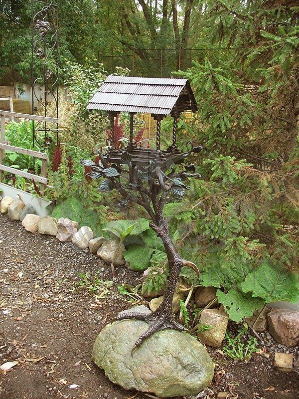 Художественная ковка в саду