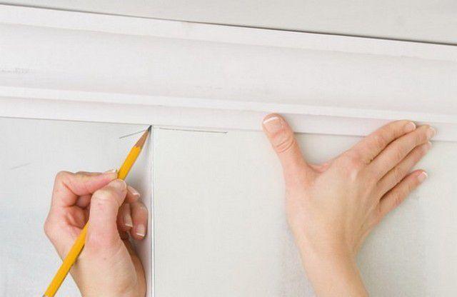Как крепить потолочный плинтус - особенности работы