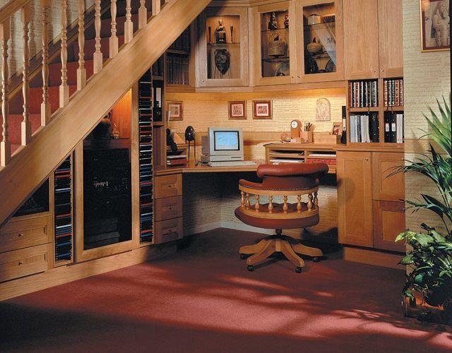Как оформить пространство под лестницей - делаем сами!