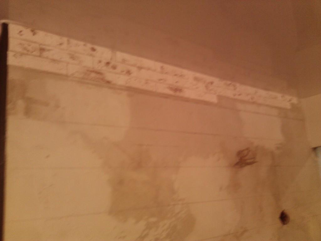 Как отделать стену декоративной плиткой (под кирпич)