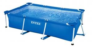 Прямоугольный бассейн фирмы Intex на даче, фото