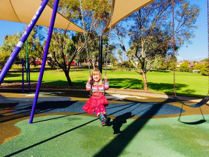 Резиновое покрытие для детских площадок: безопасная и эстетичная игровая зона