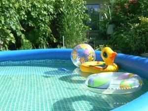 Резиновые бассейны: производитель, фото / Резиновое покрытие для бассейна, видео-инструкция