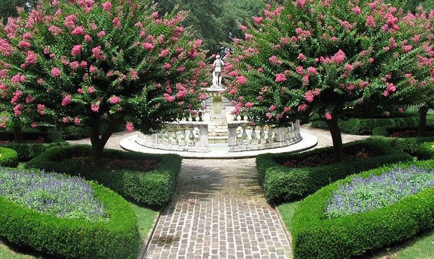 Садовые фонтаны для сада и дачи - типы и фото