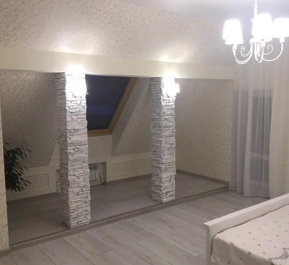 Сделали уютную спальню из старого чердака: до/после - StroyDay.ru