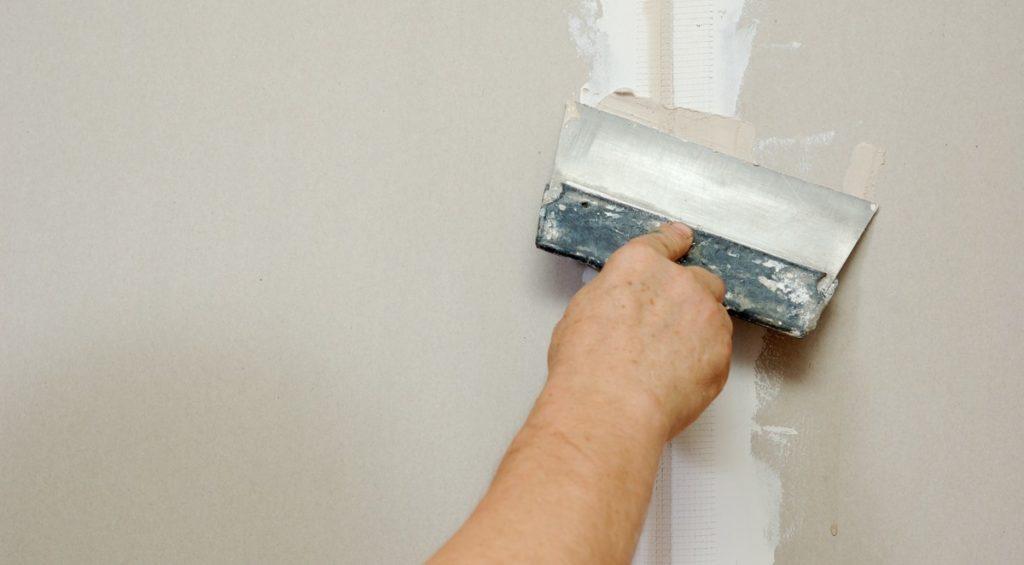 Шпаклевка стен своими руками: пошаговая инструкция
