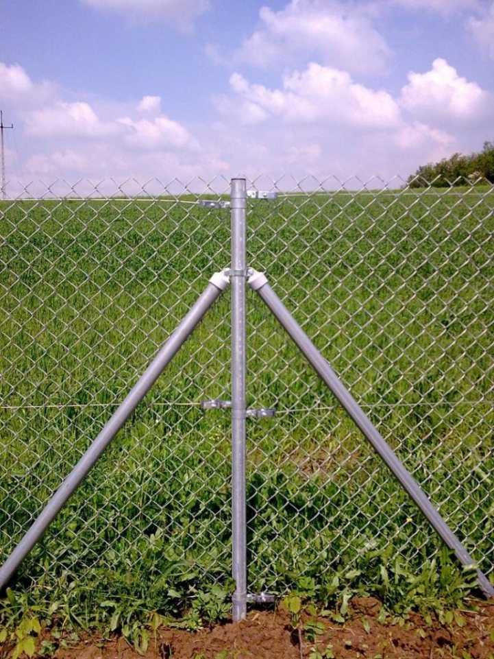 Забор из сетки рабицы своими руками - 120 фото и видео примеры сооружения и установка практичного забора