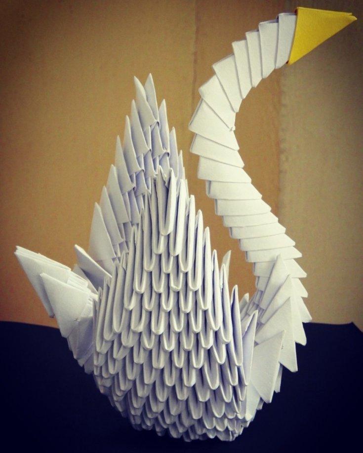 Делаем лебедя из бумаги в технике оригами