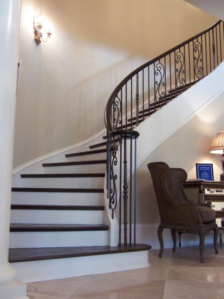 Как использовать пространство под лестницей