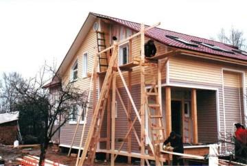 Как обшить металлическим сайдингом деревянный дом своими руками