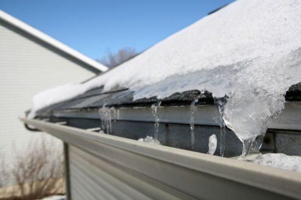 Как почистить снег с крыши - MyProfnastil