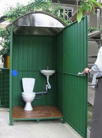 Как построить туалет из профнастила своими руками