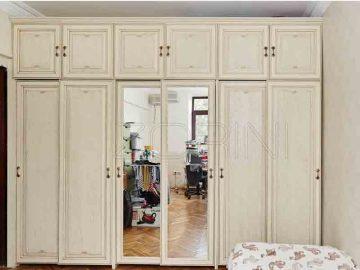 Как выбрать шкаф купе в спальню из дерева?